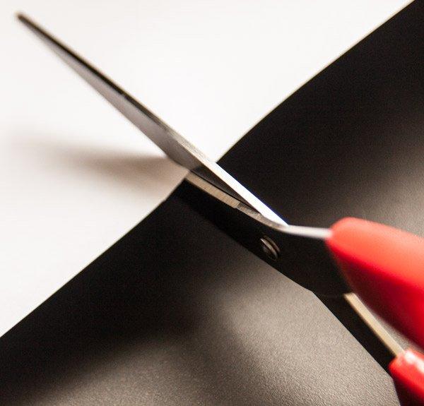 RIGHT-HAND-SCISSORS-CUTTING-PAPER